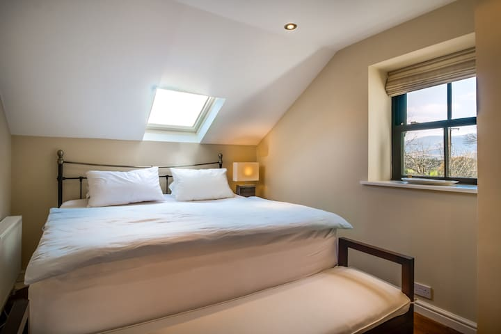 Railway Cottage - master bedroom with Kingsize double bed