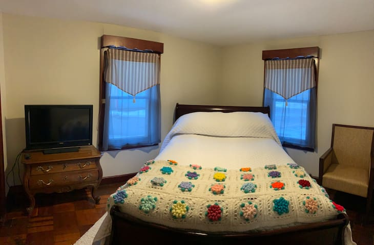 2nd bedroom has a Full size bed with flat screen Roku TV, closet, small console table and chair.