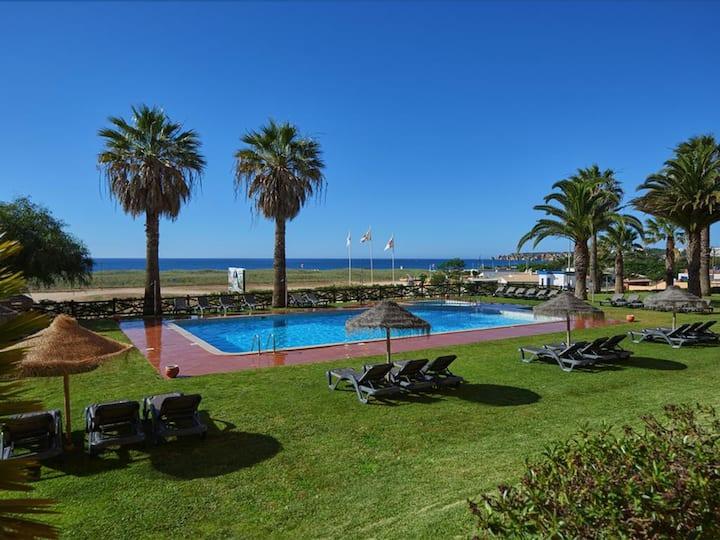 Meia Praia Beach Club - Dom Pedro Hotels