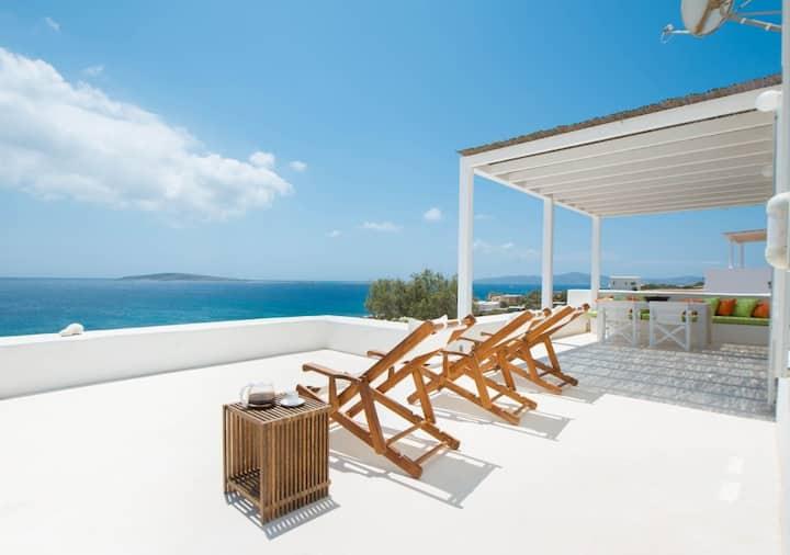 R772 Seafront Luxury Villa Private Pool Full Air Con