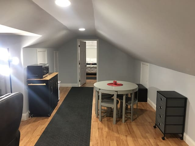 Beautiful new loft guest ready near Interstate 57!