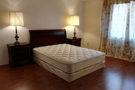Furnished large luxury master suite - Alhambra - Apartamento
