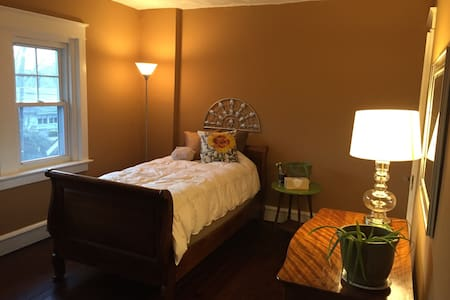 Cozy BR in a Beautiful Suburb - Wyomissing - Ház