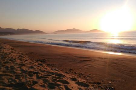 Suíte confortável a 100m dá praia - Caraguatatuba - Hus