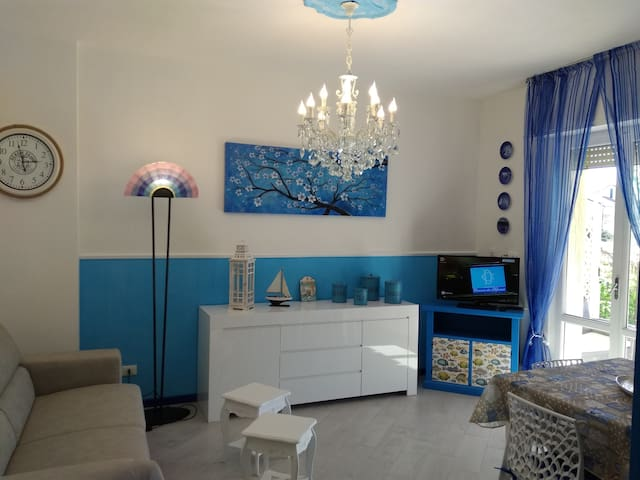 Splendido bilocale con giardino e idromassaggio - Pietra Ligure - Lejlighed