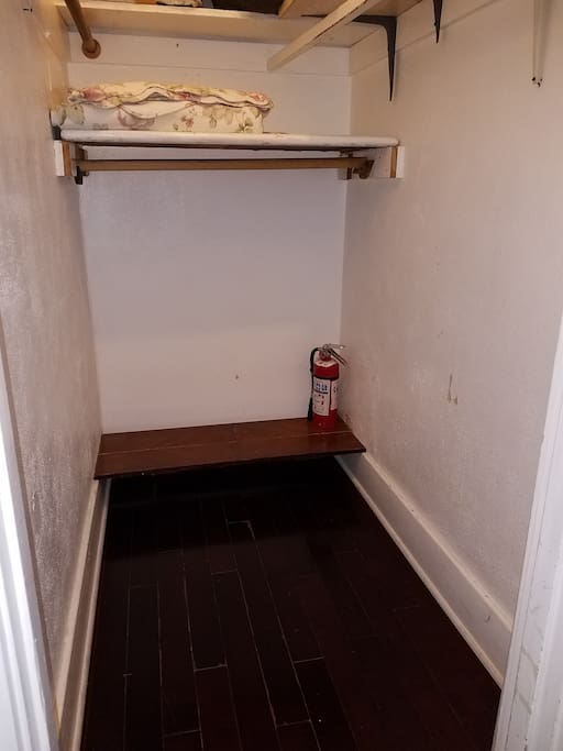 Large Closet to store your things