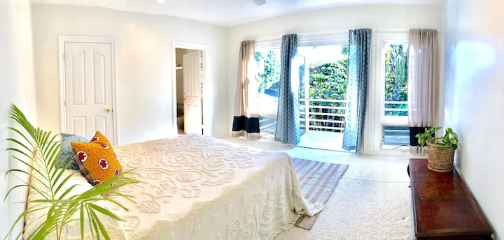 Secluded nuuanu valley private bed and bath