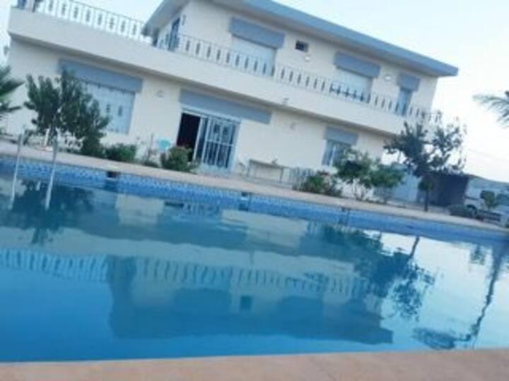 ferme Villa avec grand piscine  1350 dh 8 pers
