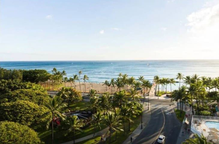 Waikiki Studio Steps from Waikiki Beach!