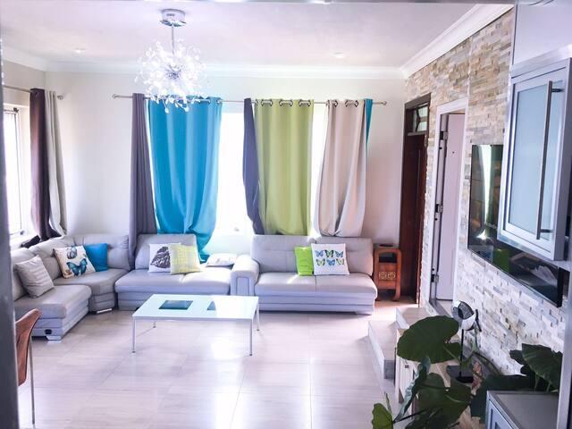 Beautiful 2 bedroom Apt in Vista Royal
