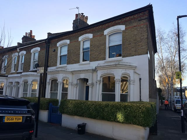 Victorian end of terrace in Brixton - Londres - Casa