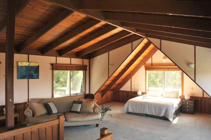 Room 3: loft