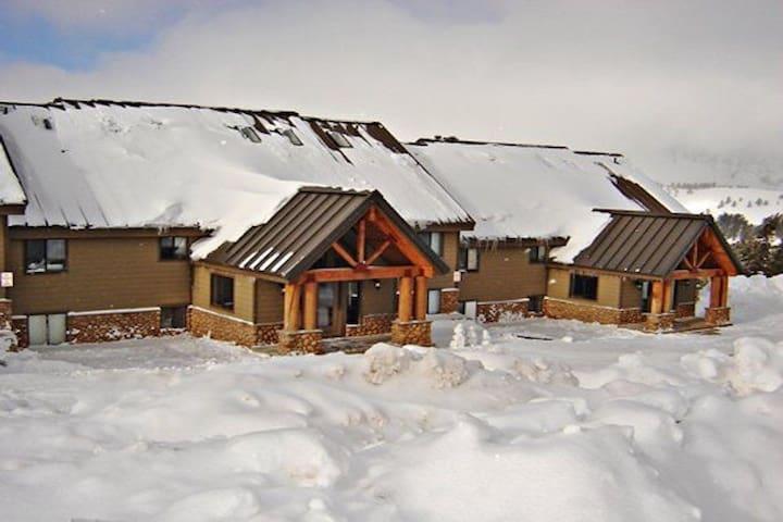 Powder Ridge Village Ski in, Ski out 2 Bedroom