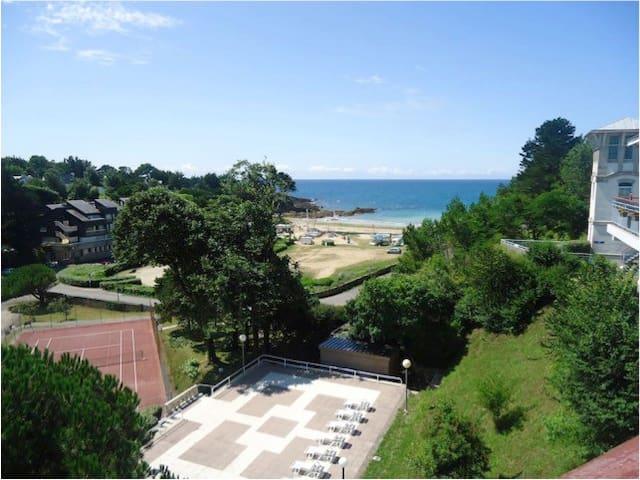 Studio avec balcon à 150m de la plage de Kerfany