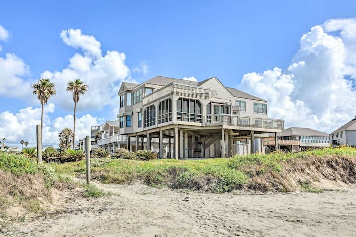 Dog-Friendly, Oceanfront Home with Ocean Views, High-Speed WiFi, and Central AC