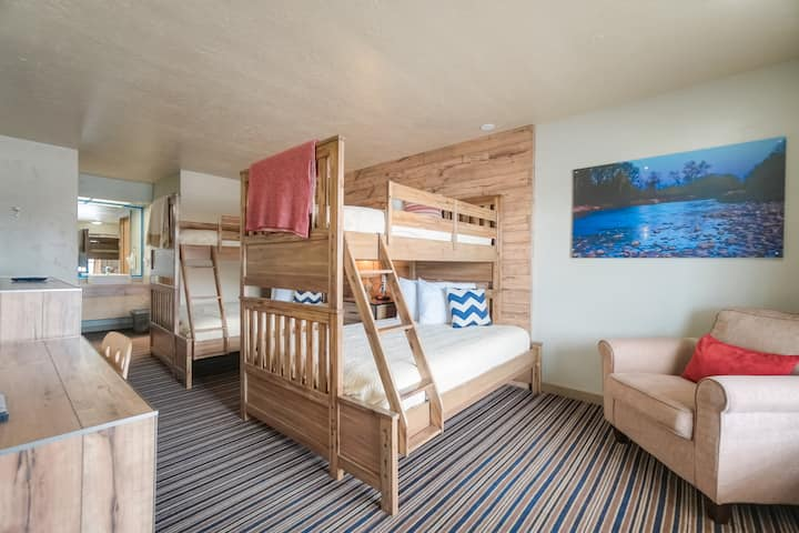 Family & Friends Vacation Bunk Bed Room