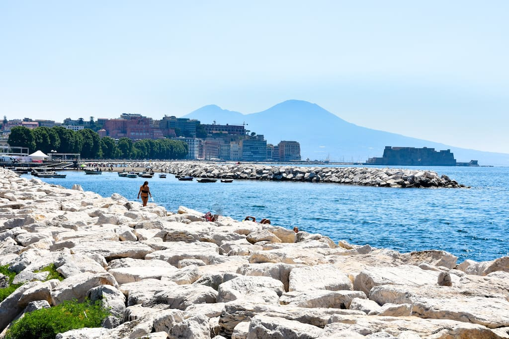 The marvelous seafront with Vesuvio