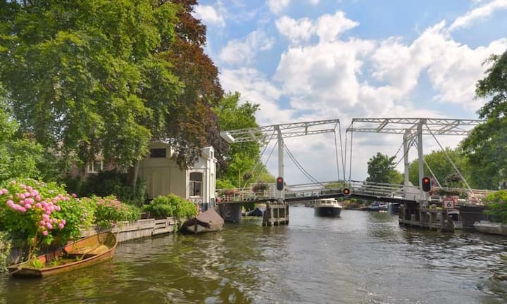 Windmill, lake, fancy airbnb in Loenen a/d Vecht!