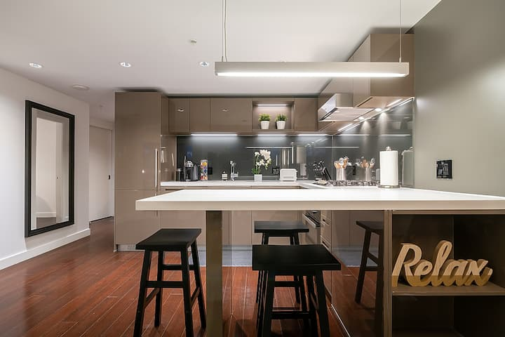 Luxe 1 Bd Condo in the Heart of Downtown Vancouver