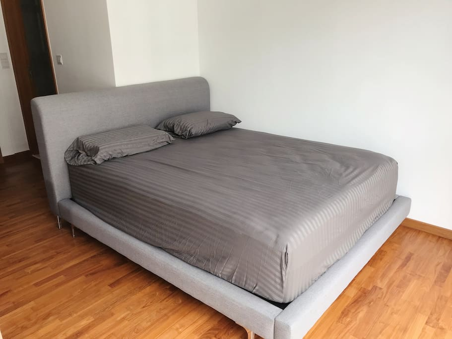 12 inch deep queen bed - individual pocketed spring with comfy pillow top - honestly better than any luxury hotel bed I've slept on!