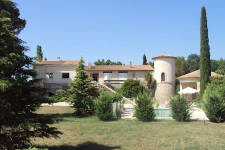 Belle villa avec piscine dans parc arboré - Fabrègues