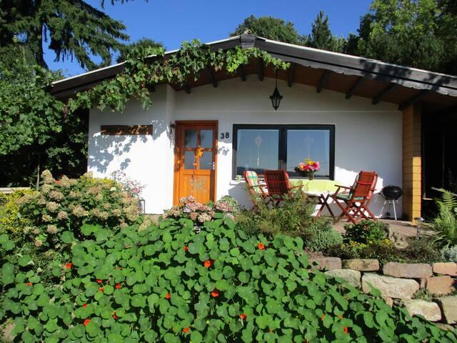 Ferienhaus BERGHÄUSCHEN mitten in der Natur - Neuenstein - Casa