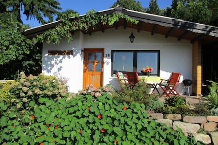 Ferienhaus BERGHÄUSCHEN mitten in der Natur - Neuenstein - Hus