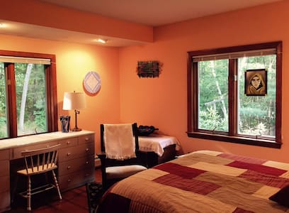 Stay in private room/bath with glass artists - Waterville - House