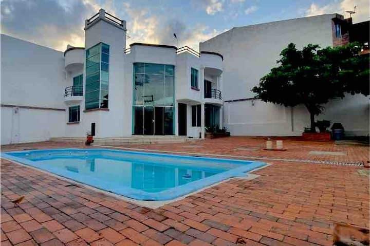 ¡Hospedaje Casa quinta exclusiva, piscina privada!