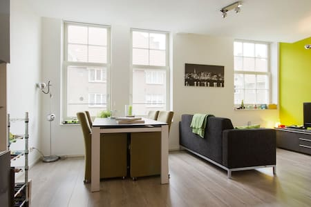 Bright & comfortable in typical Amsterdam building - Amsterdam - Apartment