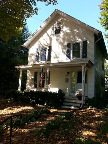 1900 Pawling Village home - Pawling - House