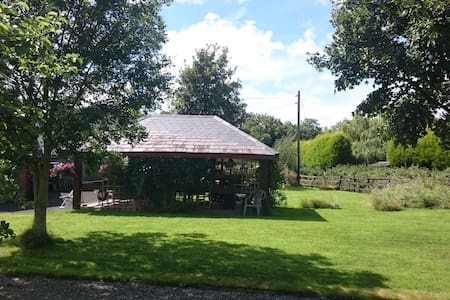 Cosy rustic country cottage at the end of a lane - - Drogheda - Kulübe