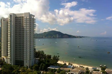 惠东巽寮湾两张1米8床的高层海景公寓---楼下就有沙滩小岛 - Huizhou Shi