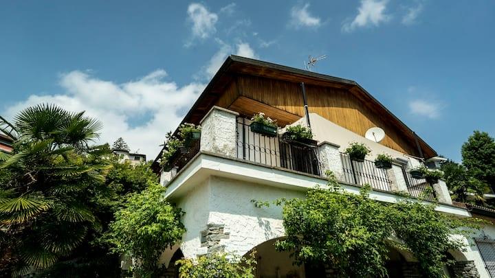 Stanze private in villa con piscina in collina