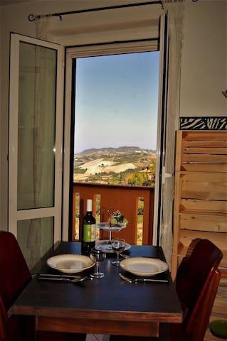 Casa MiYo Carassai Le Marche Italy, appart.Uccelli