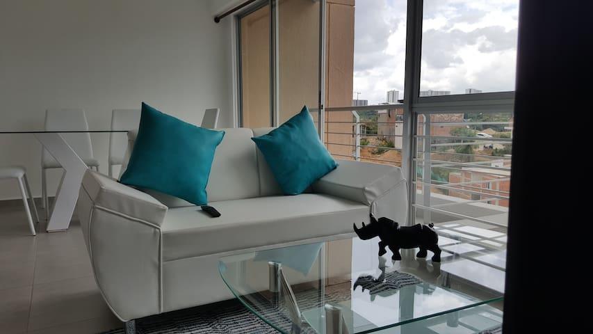 Habitación cómoda, linda: frente a Foscal Fosunab - Floridablanca - Apartment