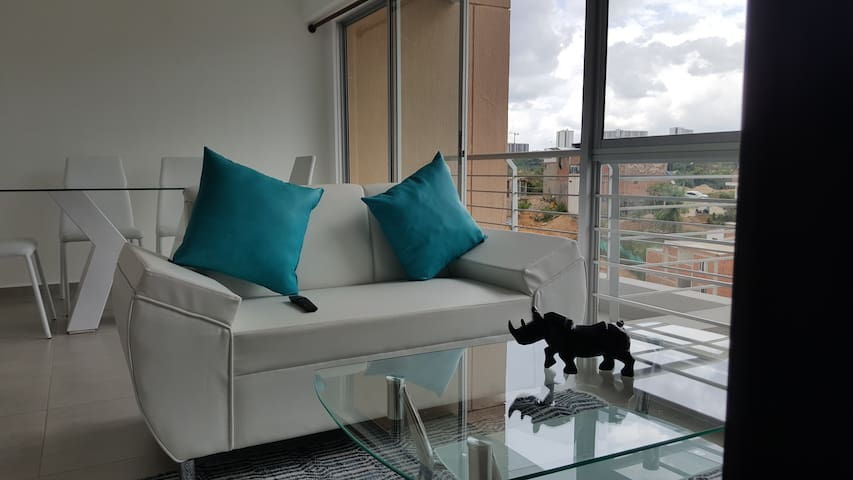 Habitación cómoda, linda: frente a Foscal Fosunab - Floridablanca - Apartament