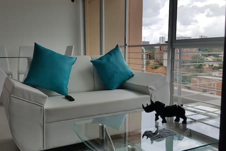 Habitación cómoda, linda: frente a Foscal Fosunab - Floridablanca