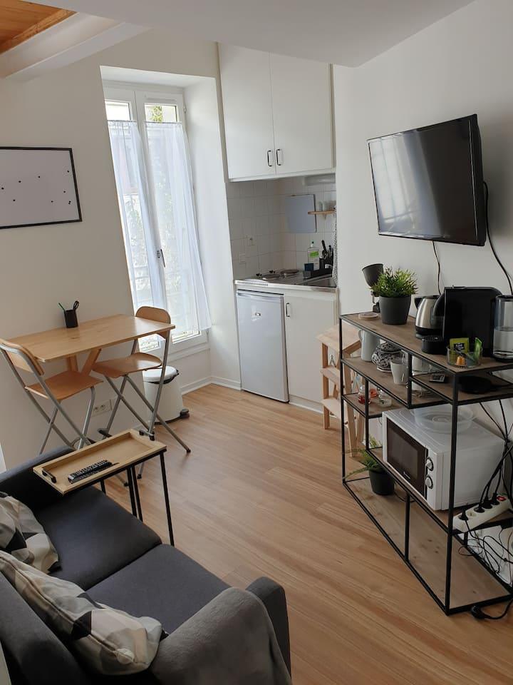 Joli studio indépendant en maison