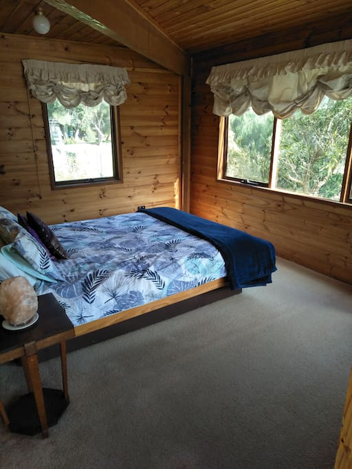Queen sized bed-leafy outlook
