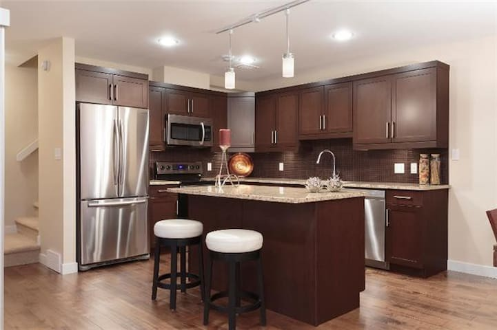 New Home - Large Room  - Private Ensuite - Winnipeg - Andre