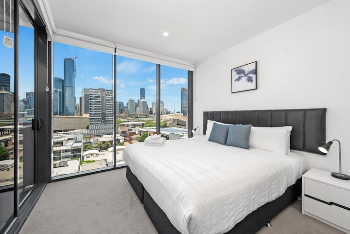City Views + Perfect Location! Free Parking & WiFi