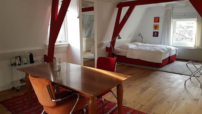 Comfortable room in a canal house in city center