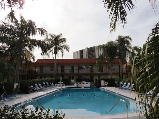 Yearly Furnished Poolside Condo Close to Beach