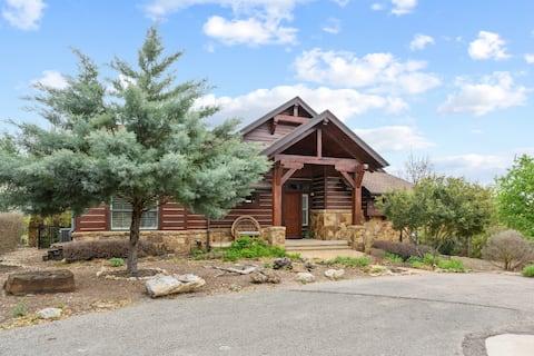 Lake Travis Luxury 5bd/3bath Cabin Hollows Resort