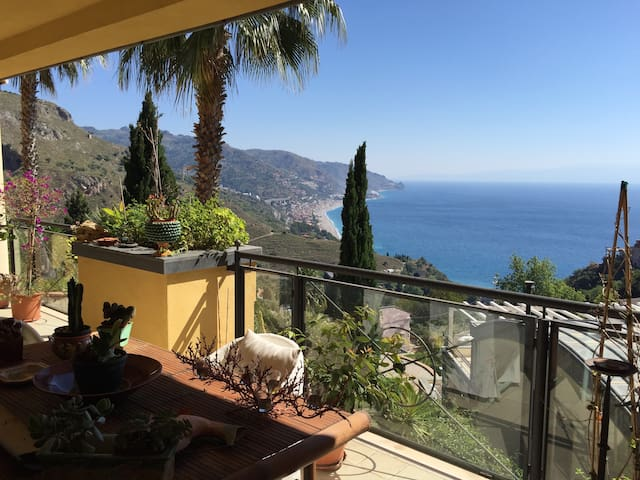 Home Sweet Home-Panoramic + s. pool in Taormina