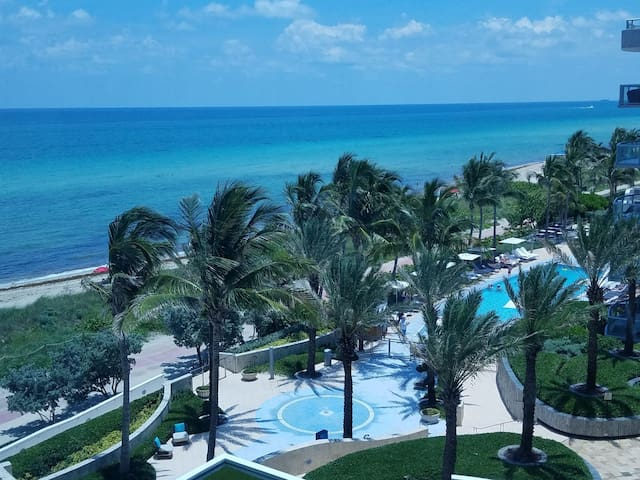 LUXURIOUS 1 BR CONDO WITH OCEAN VIEW, POOL AND SPA