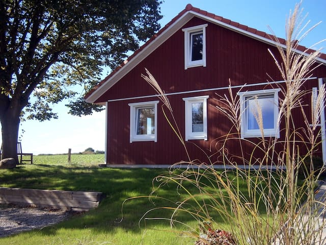 Urlaub mit Schleiblick: Das Lindhus in Grödersby - Grödersby - House