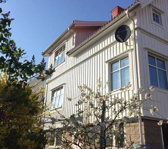 Large house, kungshamn center - Kungshamn - Dům