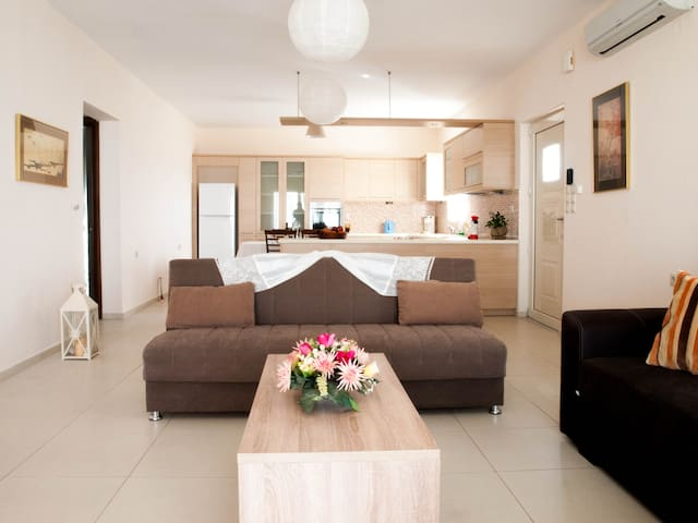 Yalos beach house (next to Analipsis Beach) - Heraklion - Hus